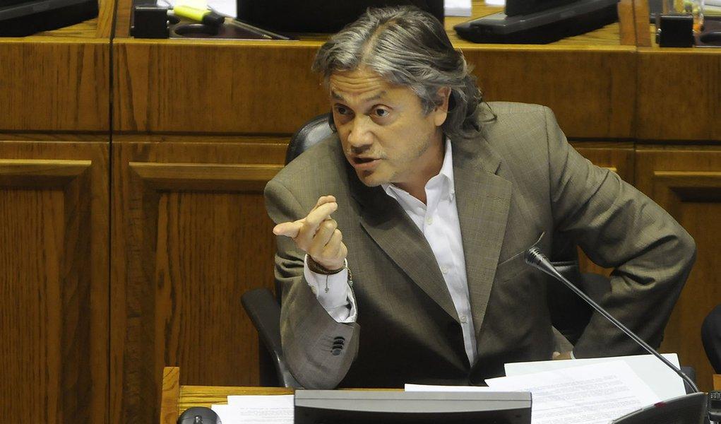 Contra fake news nas eleições, senador chileno cria Lei Bolsonaro