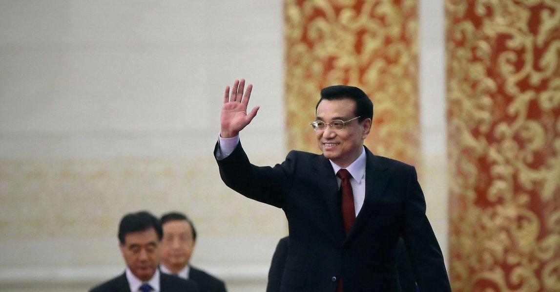Primeiro-ministro chinês promete enfrentar  desafios e reforçar economia