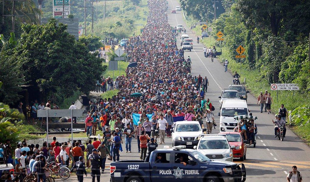 México recebe 1.699 pedidos de refúgio de imigrantes em caravana rumo aos EUA