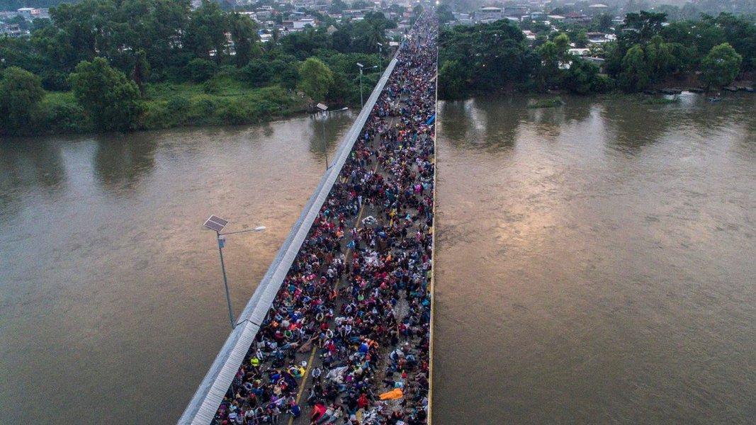 Segunda caravana de imigrantes passa pela Guatemala em direção ao México