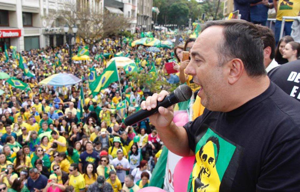 'Farei de novo', diz deputado que usou cota parlamentar para bancar fake news pró-Bolsonaro