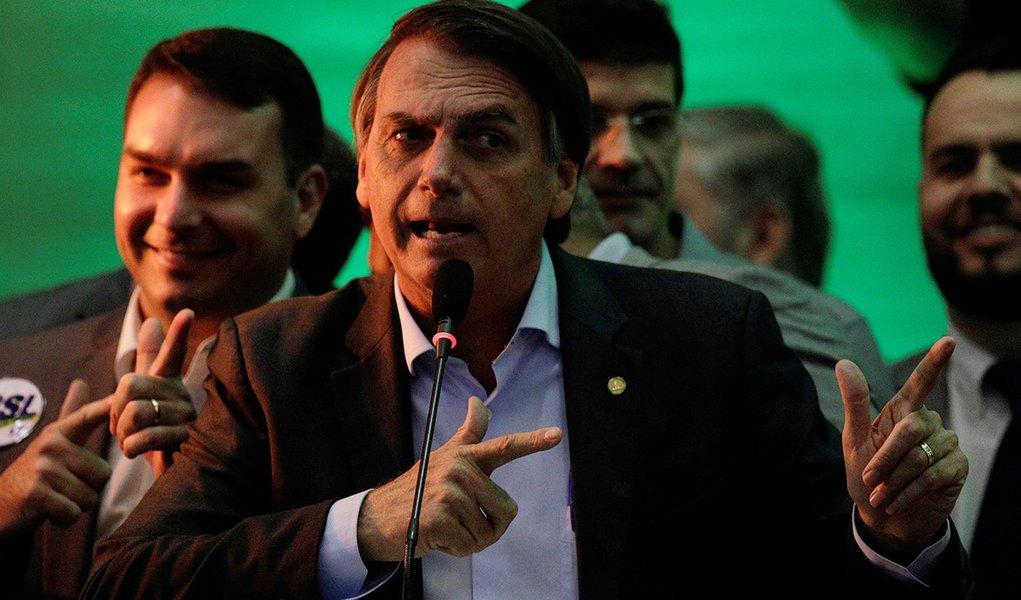 O capitão fascista quer o Brasil em guerra