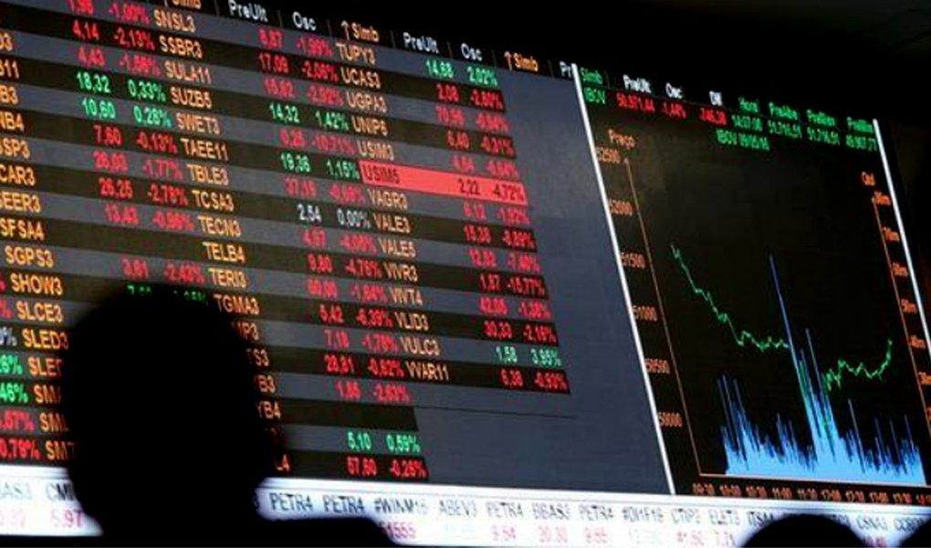 Ibovespa desaba 5,45% na pior semana desde agosto e dólar dispara para R$ 3,90