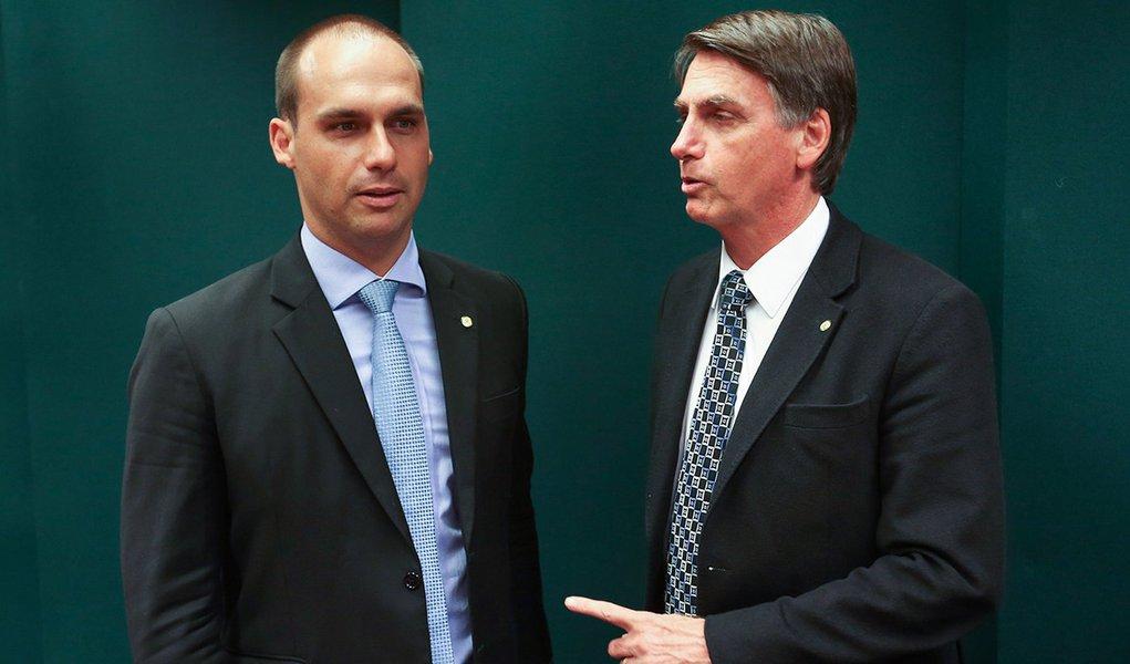 Após ameaça ao STF, filho de Bolsonaro pede desculpas