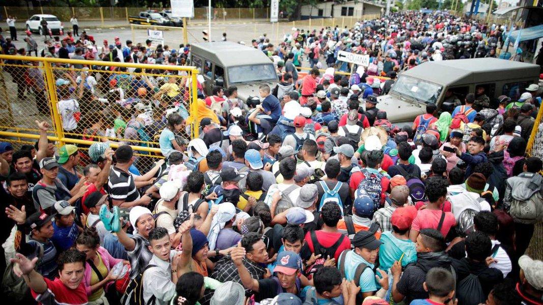 Apenas parte da caravana de migrantes centro-americanos retorna a seus lares
