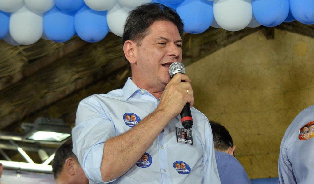 Cid Gomes chama petistas de babacas e diz que partido merece perder