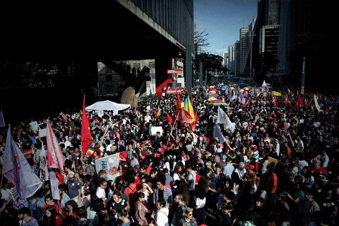 Milhares de mulheres fazem ato pelo país contra Bolsonaro e pela democracia