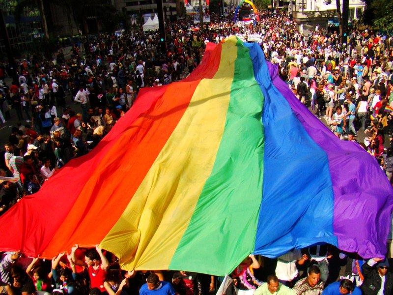 O Brasil não criminaliza a LGBTIFOBIA