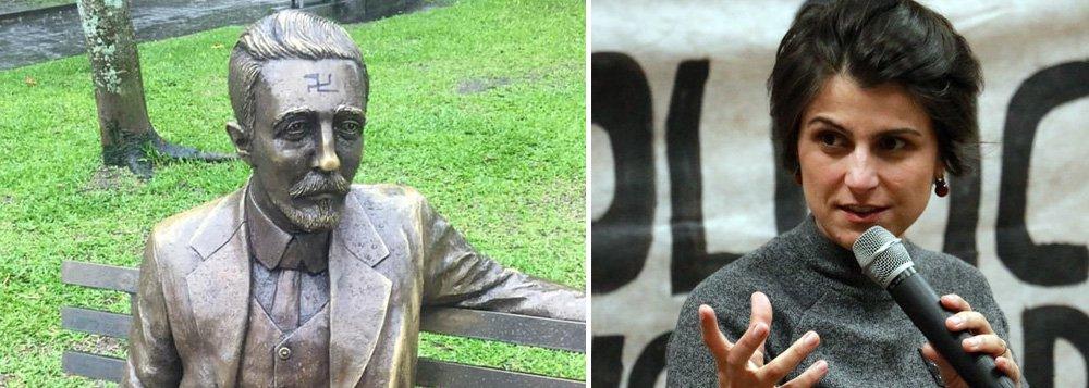 Manuela denuncia suástica desenhada em estátua de escritor gaúcho