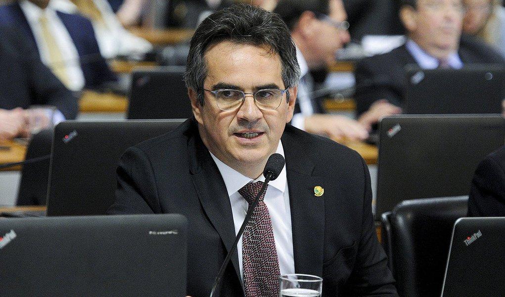 PF faz busca e apreensão sob inquérito que investiga senador Ciro Nogueira