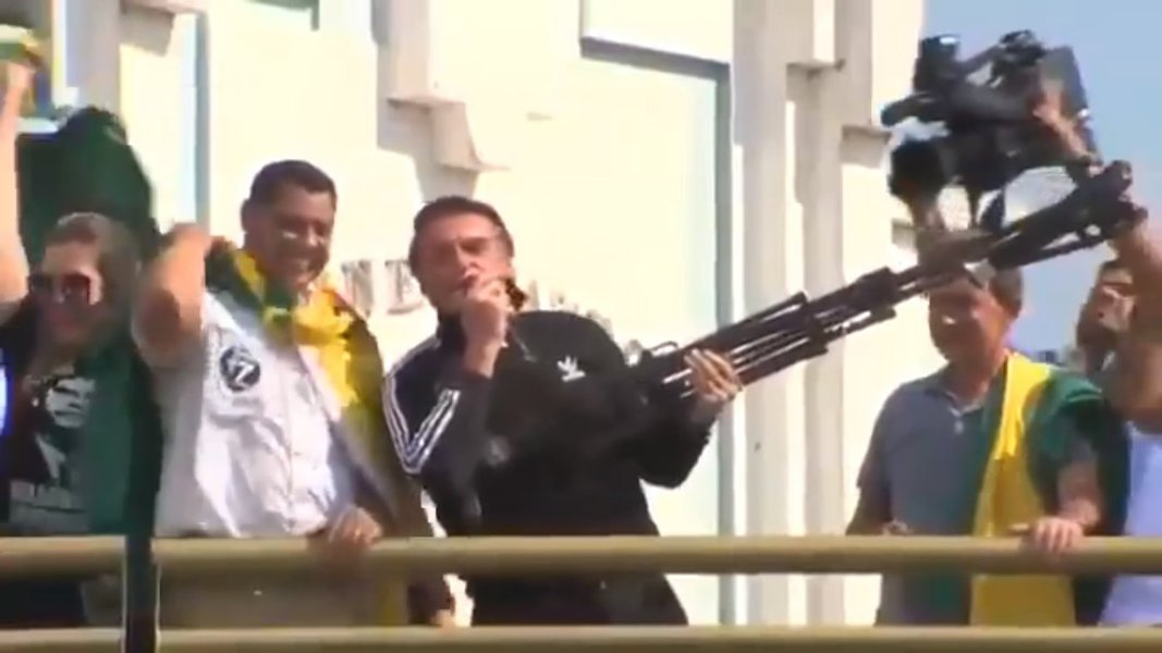 Cena macabra de Bolsonaro antecipa campanha sem Lula