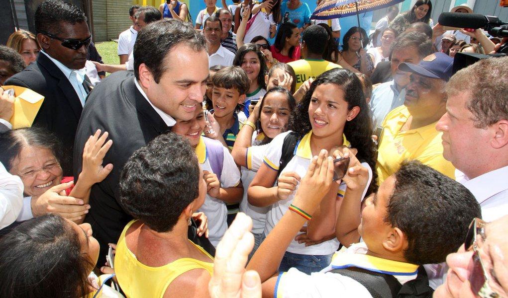 Paulo Câmara, do PSB, é reeleito governador de PE