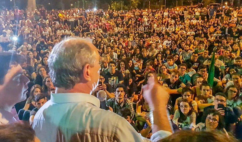 'Não posso deixar o Brasil cair na mão do fascismo', diz Ciro