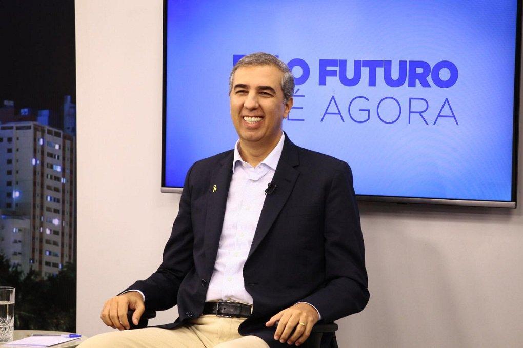 Zé Eliton anuncia gigante de embalagens metálicas em Goiás