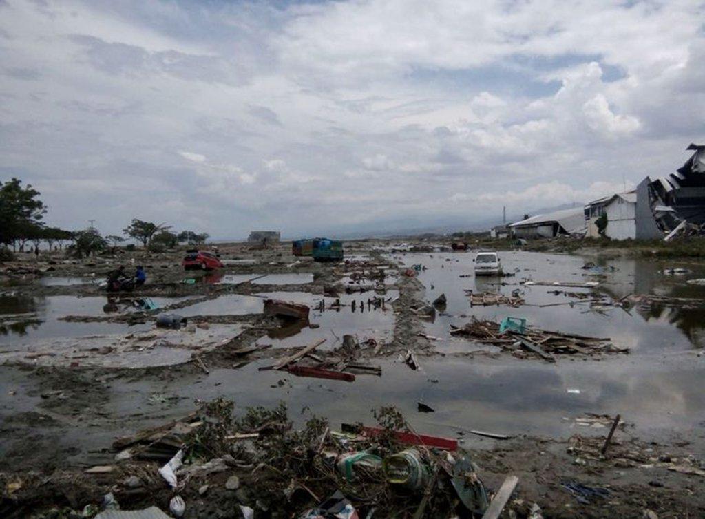 Sobe para 1.571 o número de mortos pelo terremoto e tsunami na Indonésia