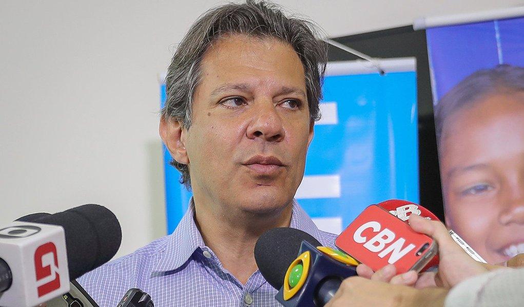 'País quer paz e democracia, não quer ditadura', diz Haddad