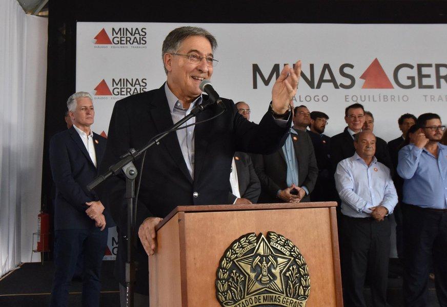 Governo entrega 455 ônibus escolares para 328 municípios