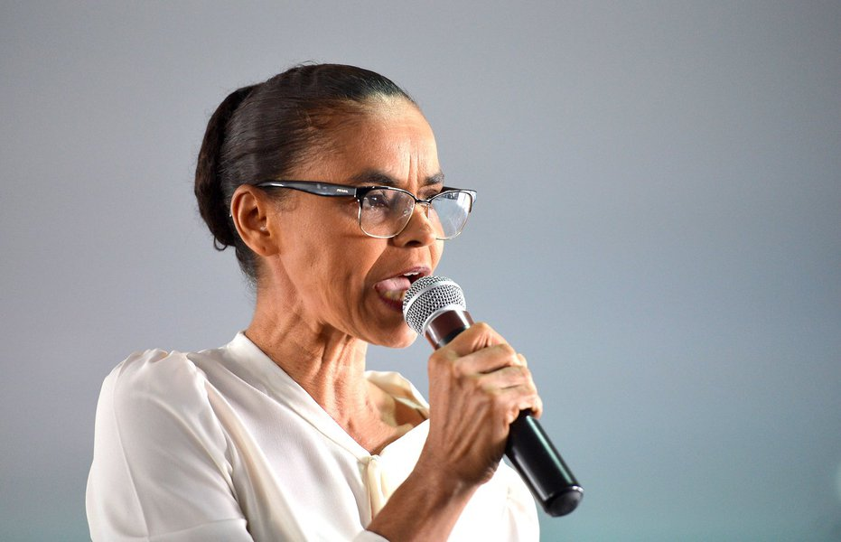Marina vai ao TSE contra página do Facebook criada por aliado de Bolsonaro