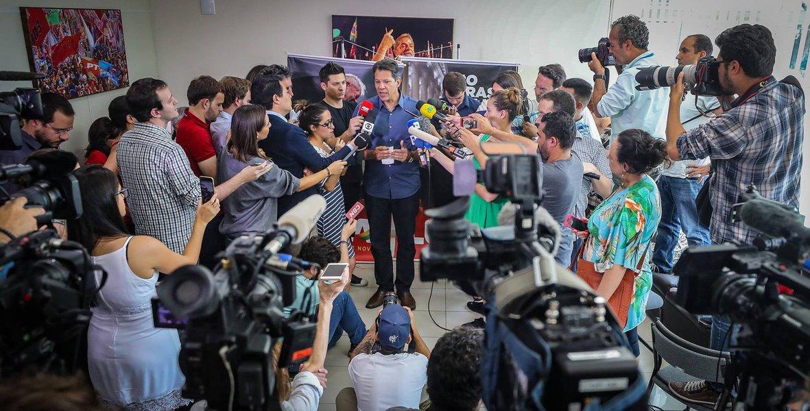 Campanha de Bolsonaro faz acusações 'vulgares' pelo whatsapp, diz Haddad