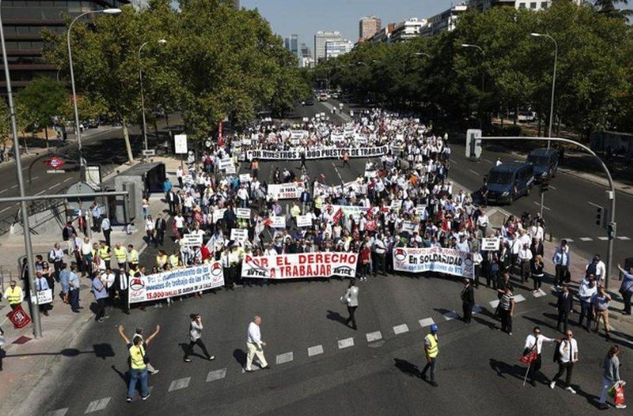 Motoristas de Uber e Cabify protestam em Madri contra esperadas mudanças na lei