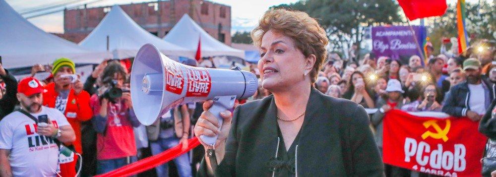 Dilma trata da prisão de Lula no terceiro ato do documentário