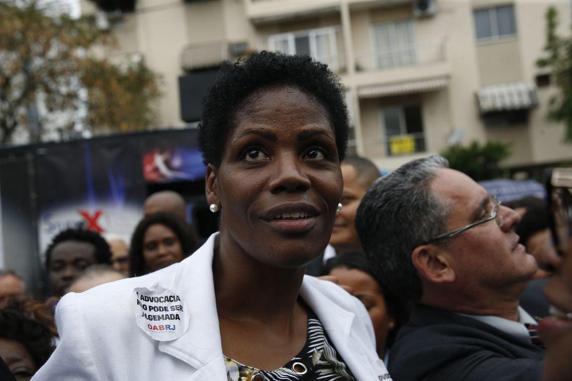 Juíza que mandou algemar advogada negra é inocentada