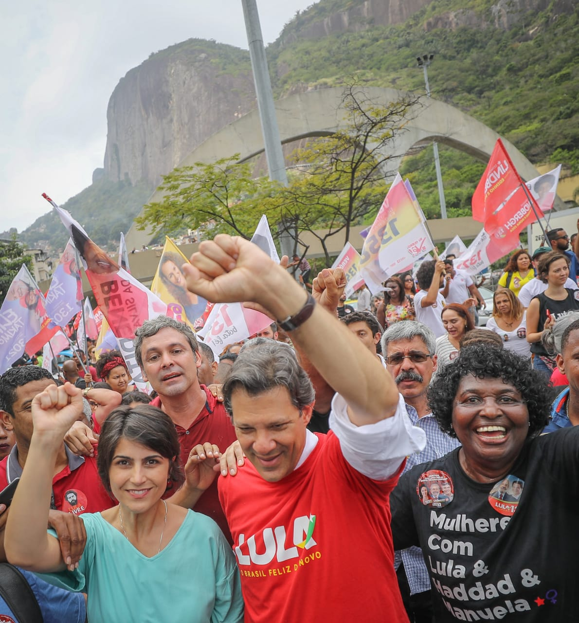 Entre as mulheres, Haddad já vence Bolsonaro no segundo turno: 44% a 38%