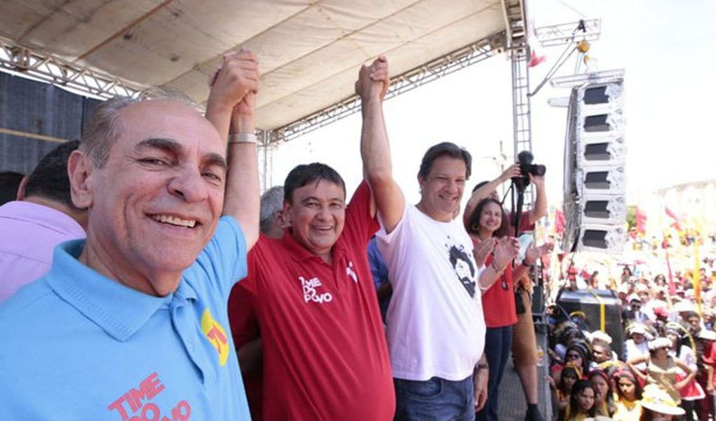 Wellington Dias participa de comício com Haddad e diz que Piauí vota 13
