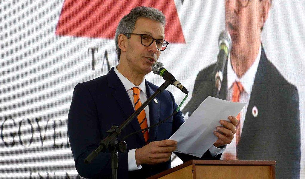 Prefeitos e deputados ameaçam Zema com impeachment