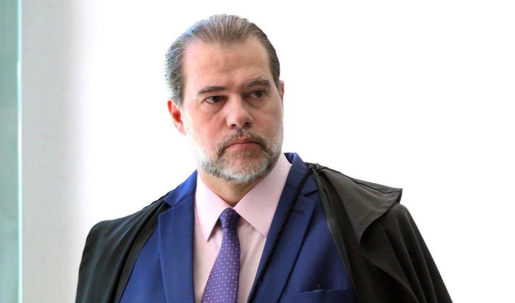 Tijolaço: Toffoli, o dócil, suspende liminar que soltaria 'o perigoso Lula'