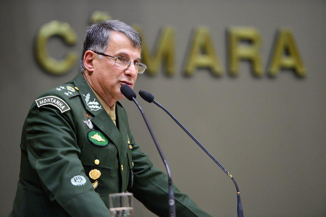 Queiróz desmoraliza militares no poder