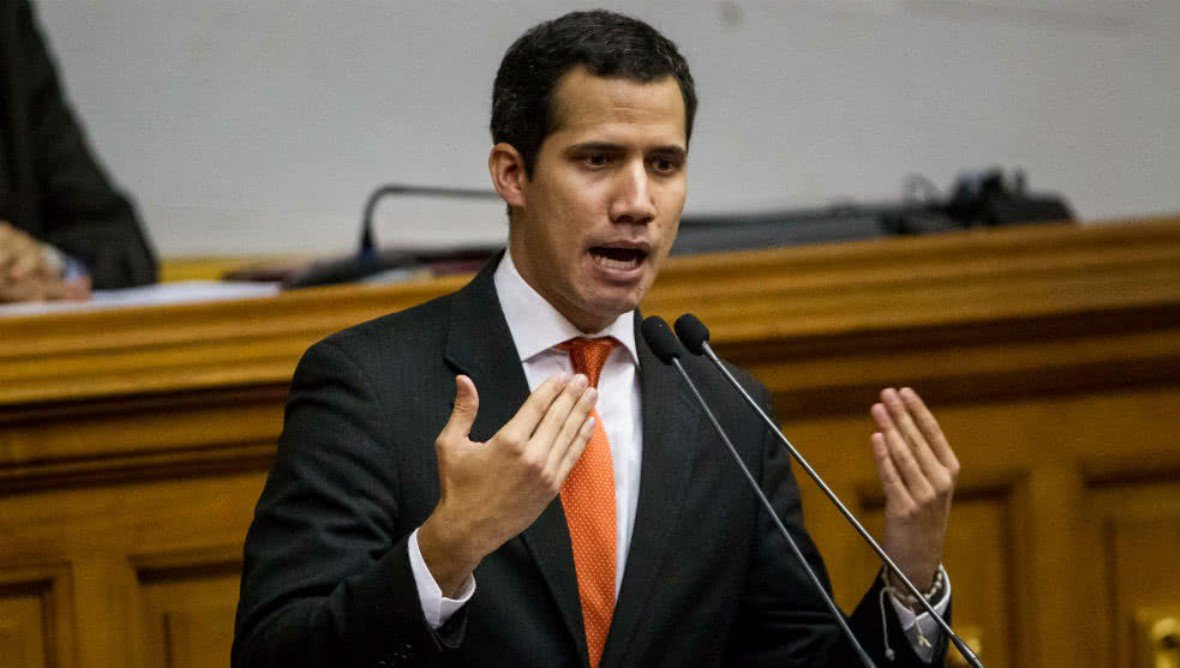 Líder opositor tenta golpe e se declara presidente interino da Venezuela