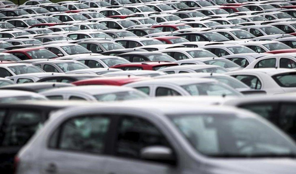 Em crise fiscal, estados elevam ICMS de automóveis