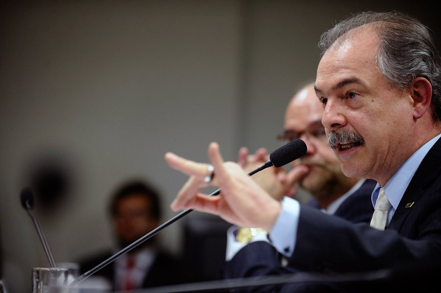 Mercadante: Vélez age totalmente fora da lei