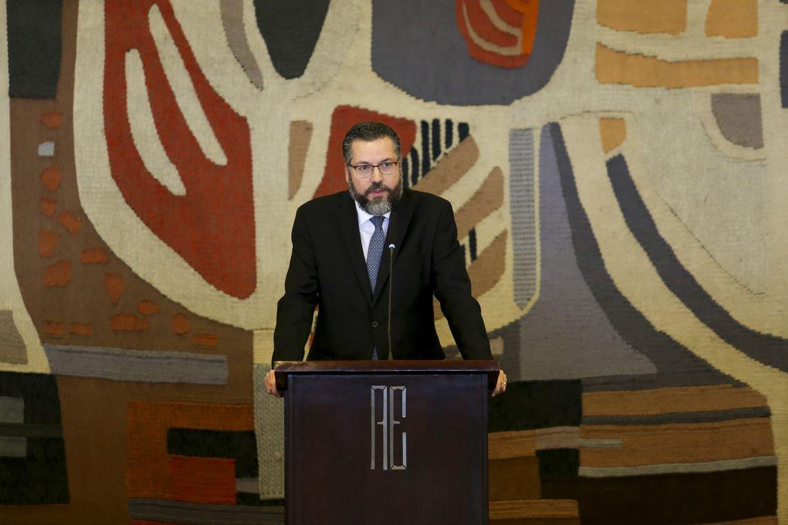 Reuters: diplomatas estão constrangidos e envergonhados com chanceler
