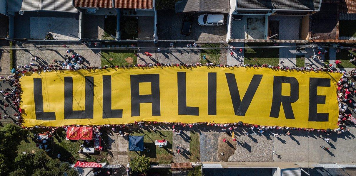 Diretor denuncia prisão política de Lula no festival de Berlim
