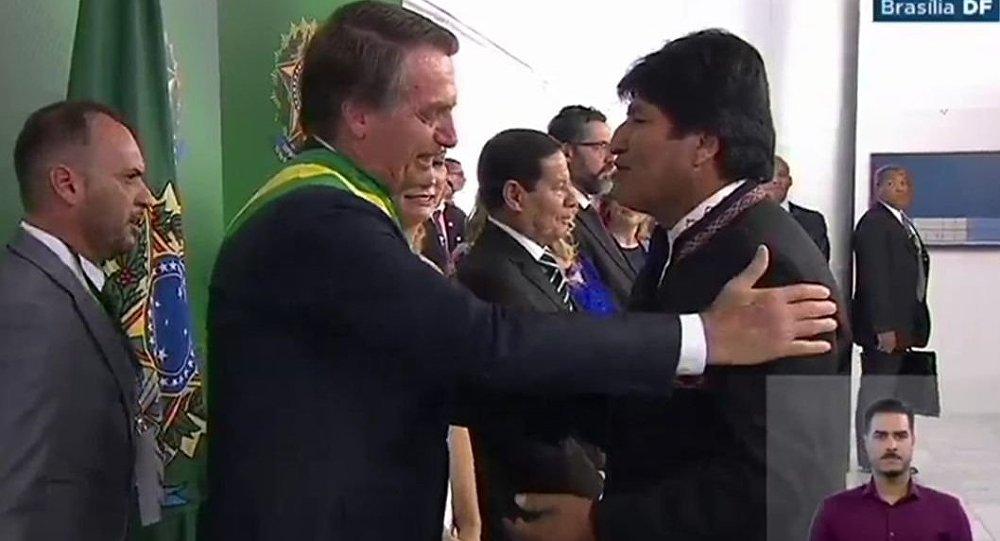 Evo Morales poderia ajudar no diálogo entre Bolsonaro e Maduro, avalia especialista