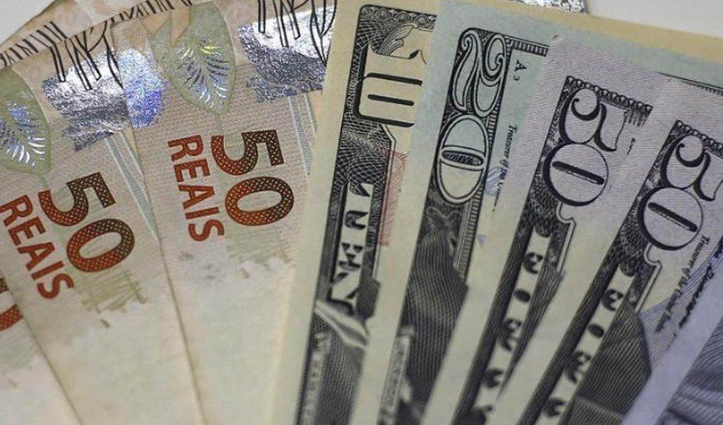 Dólar sobe e vai acima de R$ 3,93, maior patamar desde março de 2016