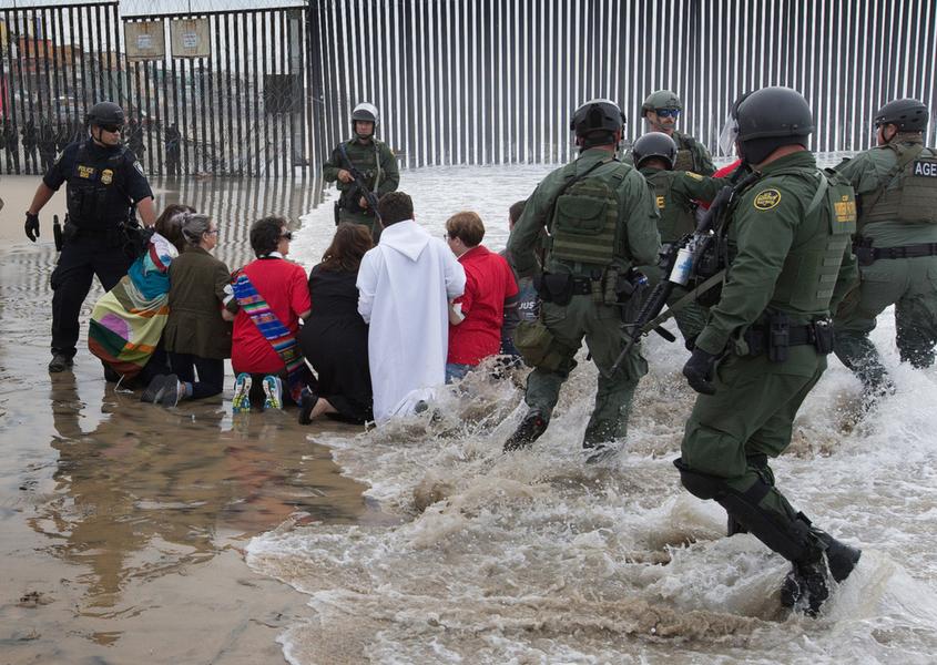 EUA alteram procedimentos na fronteira após segunda morte de criança
