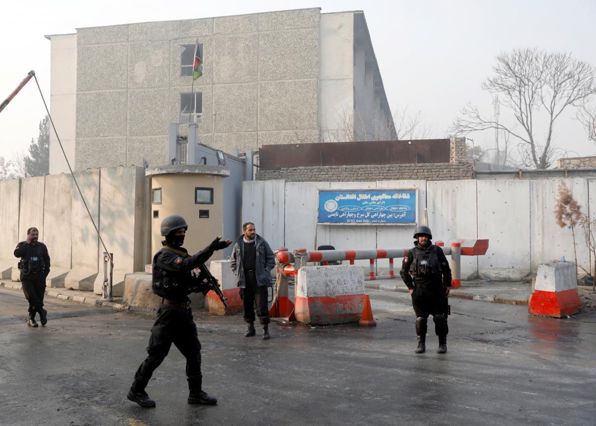 Pelo menos 43 morrem em ataque a prédio do governo na capital afegã