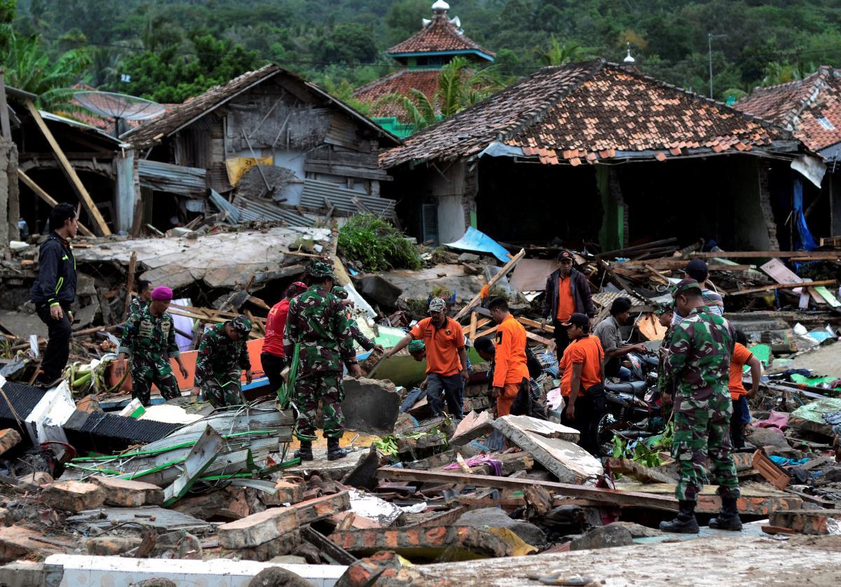 Indonésia usa drones e cães farejadores em buscas