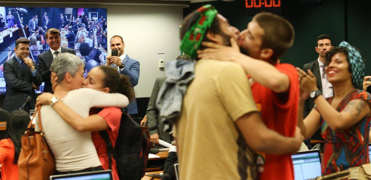 Bolsonaro é um dos 10 maiores homofóbicos do mundo, segundo revista dos EUA