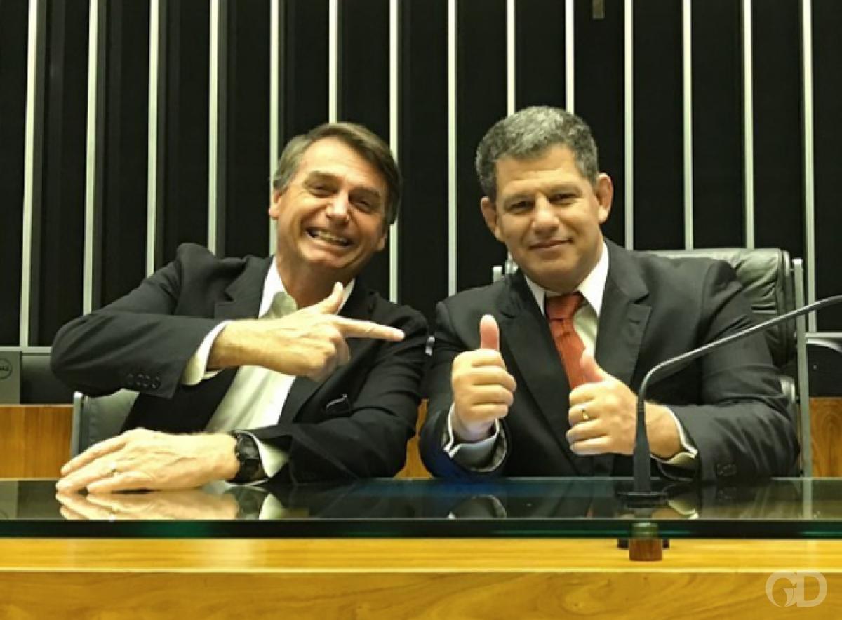 Bolsonaro quer revogar regulamentações 'que só servem para arrecadação'