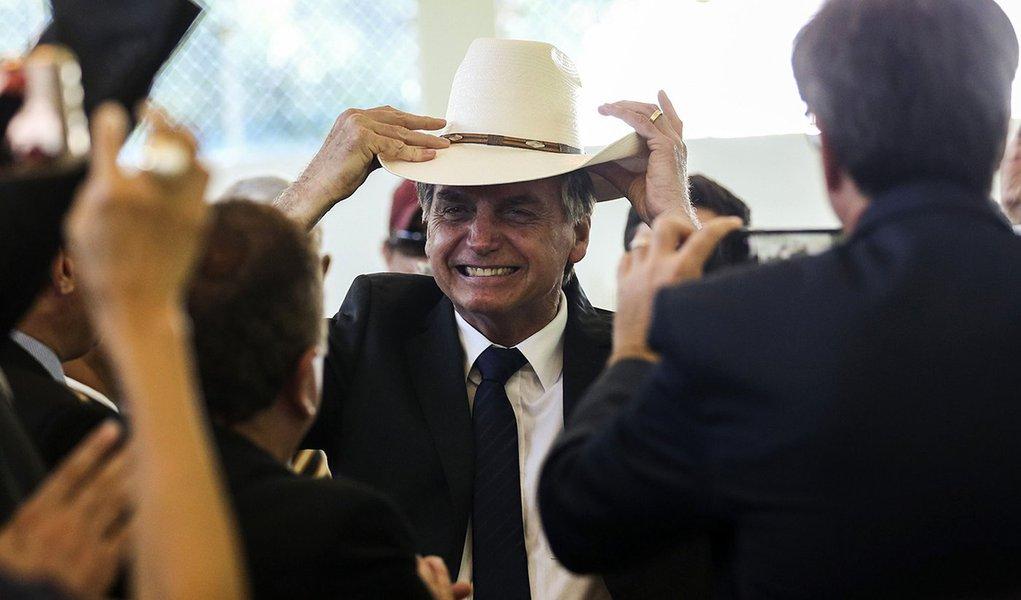 Arrocho é só para o povo; Bolsonaro vai perdoar dívida de ruralistas