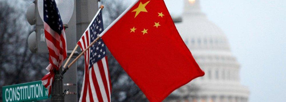 China e Estados Unidos trocam opiniões para conter guerra comercial