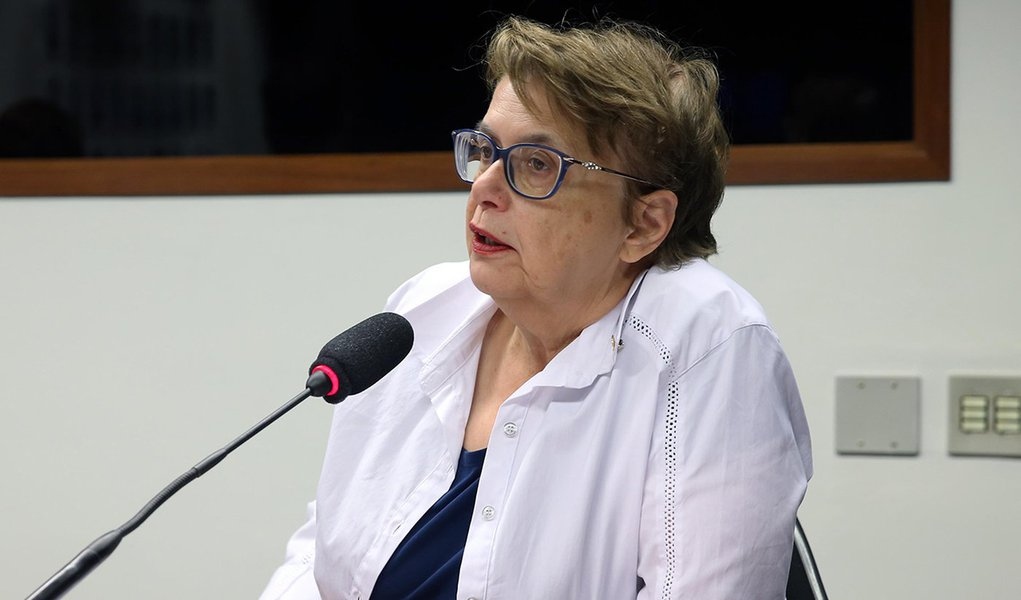 """""""Bolsonaro acaba por nos relegar à escuridão da ignorância"""", diz Margarida"""