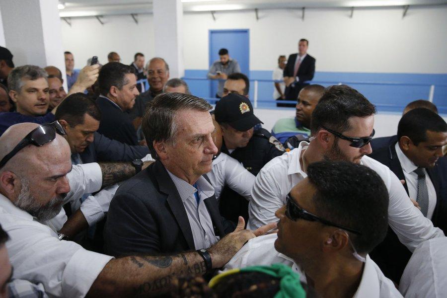 Bolsonaro volta a atacar a Folha