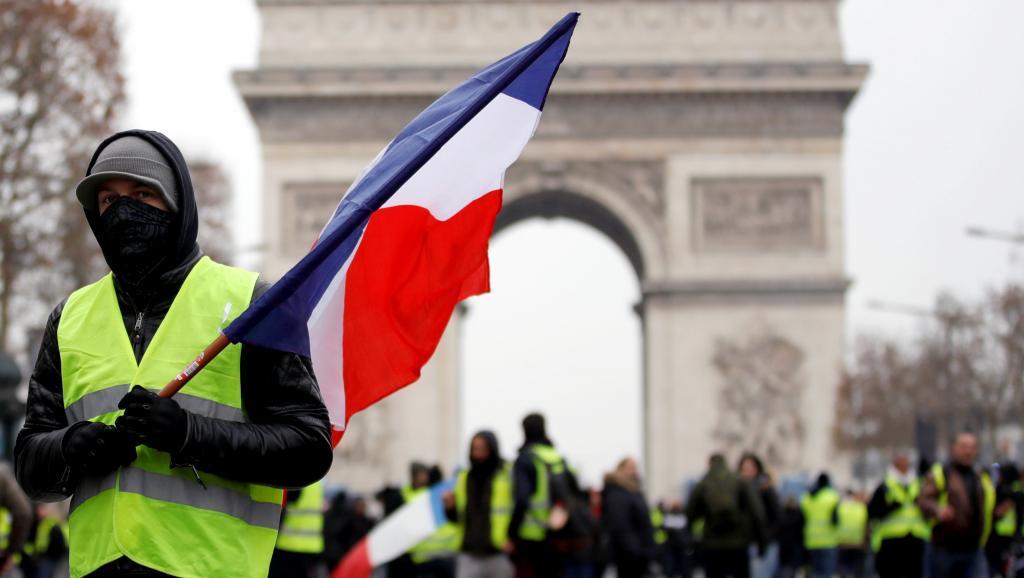 Coletes amarelos prometem novas mobilizações na França e no Ano Novo em Paris