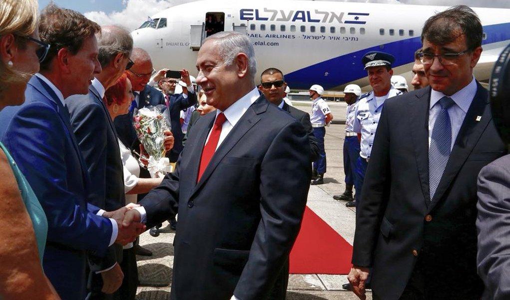 Alinhado com Bolsonaro, premier de Israel chega ao Brasil