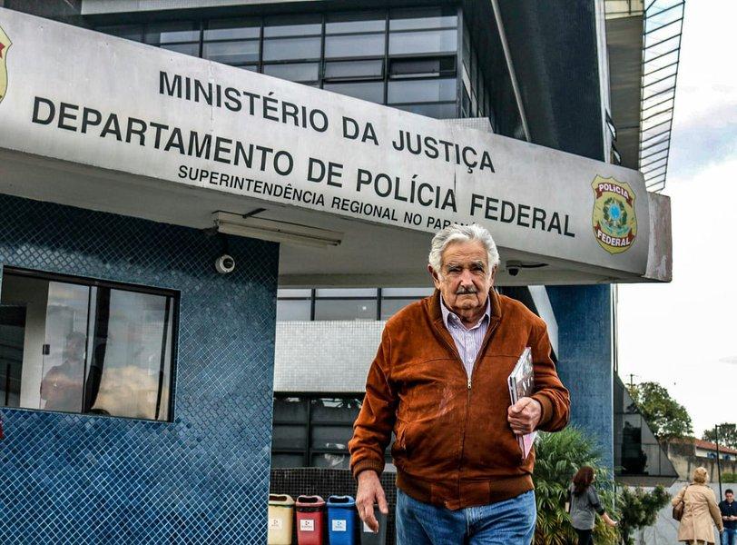 Mujica diz que governo Bolsonaro terá de lidar com contradições